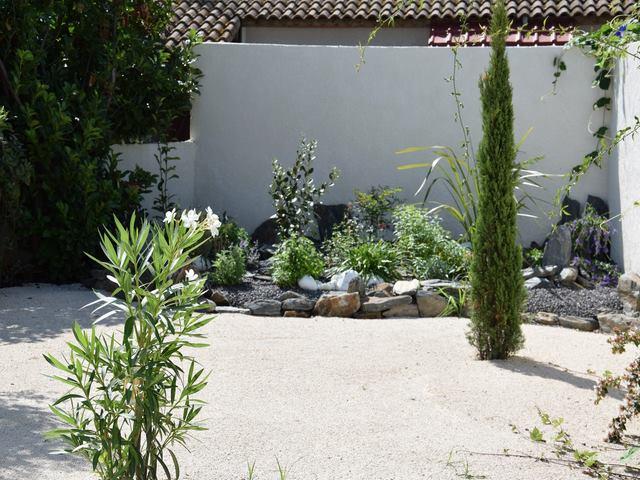 Paysagiste montpellier jardin sec paysagiste jardin for Amenagement jardin sec