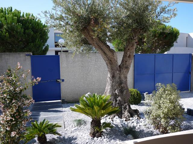 Amenagement jardin mediterraneen for Garage olivier juvignac